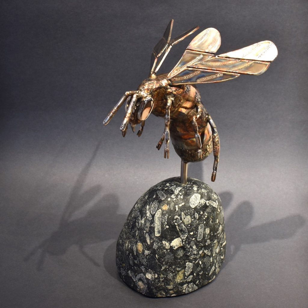 Bumble bee sculpture by Ian Lowe